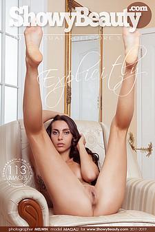 Showy Beauty - Magali - Explicitly